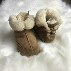 BABY TODDLER UGG BOOTS SZ L(7/8)